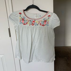 White short sleeve top with embroidered detail